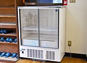 空の冷蔵庫 (ご自由にお使いください)